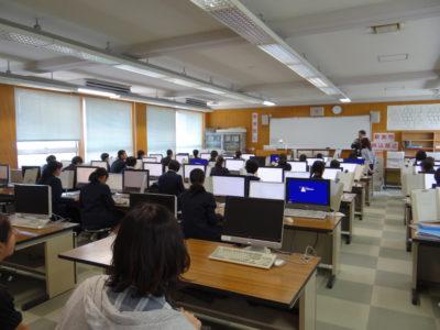 文書処理室での授業風景