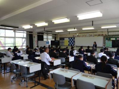 英語LL教室での授業風景